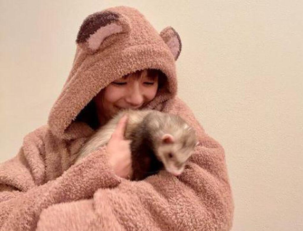 【画像】芳根京子のフェレット(たぬこ)がかわいい!犬と猫もあわせて!